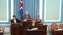 Une députée islandaise donne le sein en pleine séance