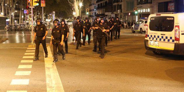 L'intervention policière des forces de l'ordre catalanes, sur les Ramblas à