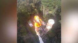 Il se filme quand il abat un arbre à des dizaines de mètres de