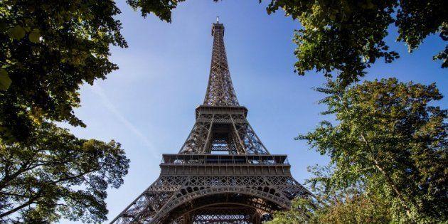 La tour Eiffel devrait bientôt être clôturée par un mur de verre pare-balles, selon le