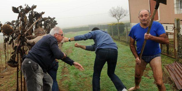 Le président de la LPO Allain Bougrain-Dubourg est écarté par un habitant après une altercation