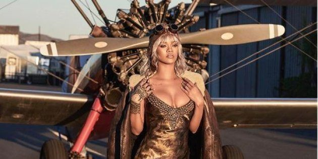 Rihanna a posé devant des avions de la Seconde Guerre