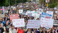 À Boston, des militants d'extrême droite submergés par des milliers de manifestants