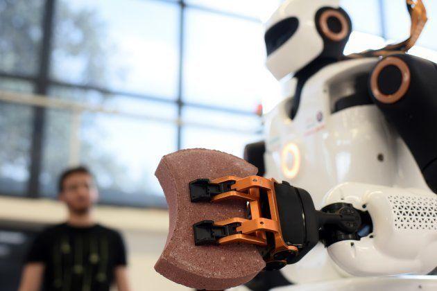 Le premier robot bricoleur est