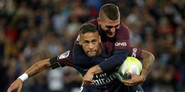 Neymar célébrant son premier but face à Toulouse au Parc des Princes le 20 août