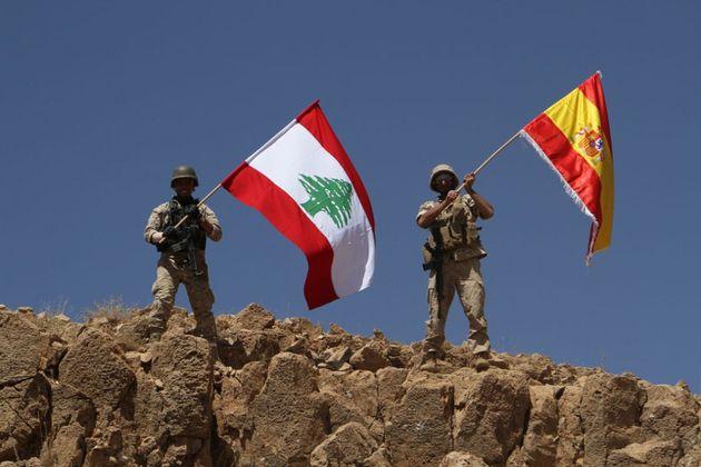 L'armée libanaise hisse un drapeau espagnol sur une colline reprise à