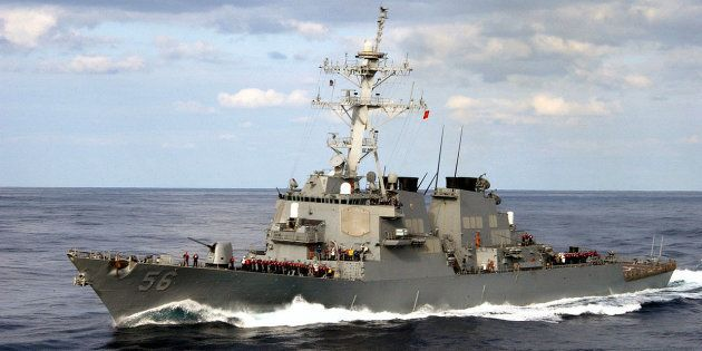 Le destroyer lance-missiles USS John S. McCain (photo