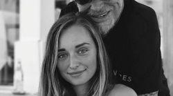 Johnny présente sa petite-fille Emma, et elle est