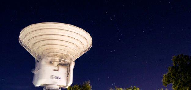Une des antennes de l'observatoire de Cebreros, d'où a été envoyé le message radio le 10