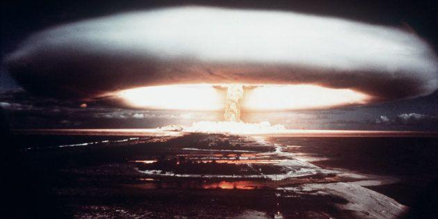 Une explosion nucléaire prise en 1971, sur l'atoll de