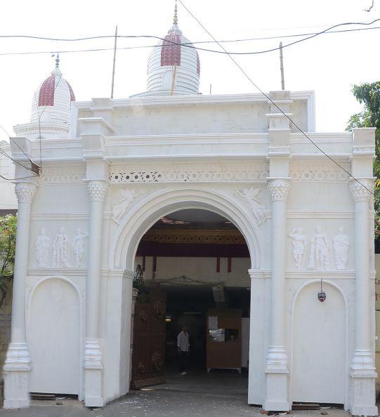 Ce temple indien à l'architecture parisienne rend hommage aux victimes des attentats du 13