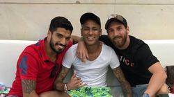 Messi et Neymar chambrent Piqué sur
