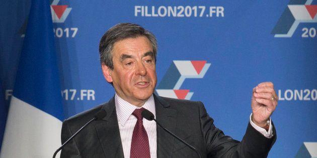 Soutenu par Sens commun, émanation du mouvement anti-mariage gay, François Fillon promet de fermer l'adoption...