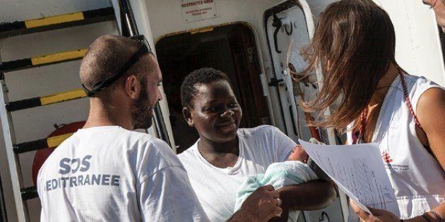Cette réfugiée a accouché en pleine mer, et son histoire mérite d'être connue de