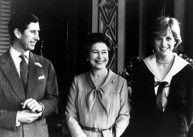 Portrait du prince Charles, de la princesse Diana et de la reine Elizabeth II à Buckingham Palace, en