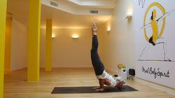 Quatre positions pour faire du yoga comme Ashton