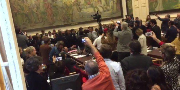 À Béziers, le Conseil municipal sur le référendum anti-migrants vire au