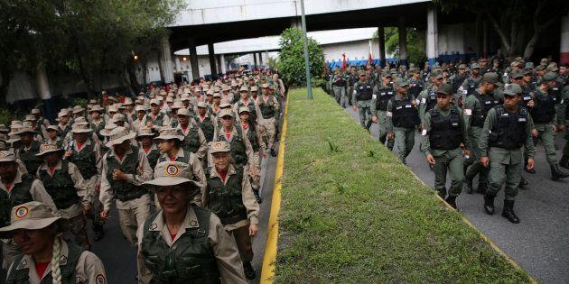 La FANB, l'armée vénézuélienne, pendant un exercice militaire à Caracas ce