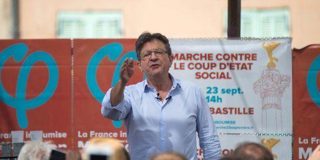 À Marseille, Mélenchon fait applaudir les chaînes