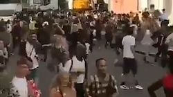 Mouvement de panique au carnaval de Notting Hill à Londres après une attaque à
