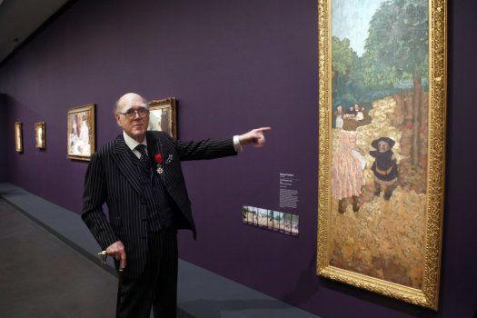 Spencer Hays montre son tableau préféré du peintre français Edouard Vuillard,