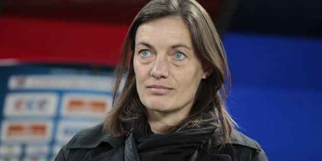 Corinne Diacre avant un match entre Caen et son équipe de Clermont, en octobre