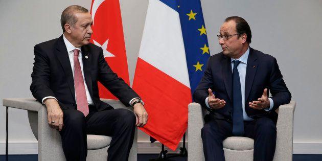 François Hollande, ici avec le président turc Erdogan, active tous ses réseaux pour obtenir la libération...