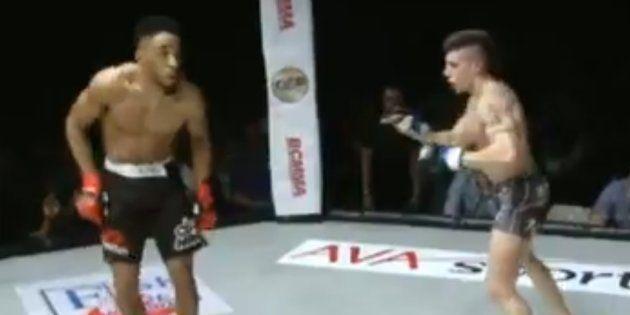 Le combattant de MMA Joe Harding dans sa nouvelle (et dernière) provocation lors de son match contre...