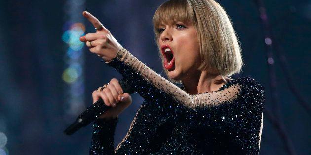 Taylor Swift nous lance-t-elle sur une piste en
