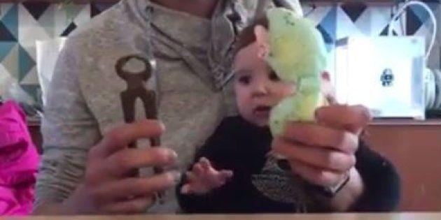 Tristan Slegers a fait la démonstration sur Facebook que son bébé préférait les objets du quotidien à ses jouets.