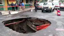 Au Mexique, les pluies diluviennes font apparaître un énorme trou en pleine