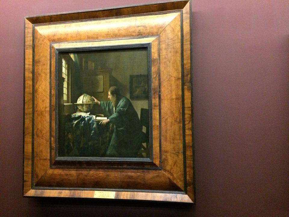 Parmi tous les peintres hollandais que le Louvre met à l'honneur, Vermeer est probablement le plus