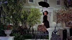 La scène de Mary Poppins volant avec son parapluie a failli finir en