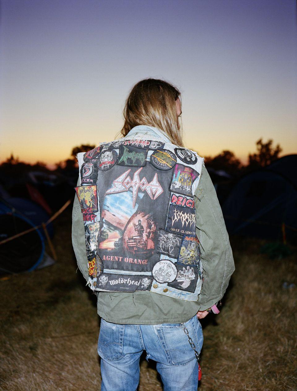 Metal, couture et amour du maillot: les vestes à patch à l'honneur dans un livre de