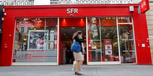 Un magasin parisien SFR en août