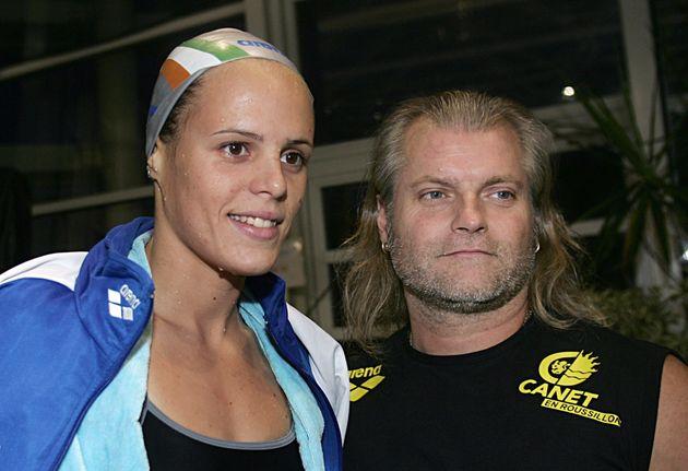 Laure Manaudou et son entraineur Philippe Lucas le 3 décembre 2006 à Istres pour la finale des championnats...