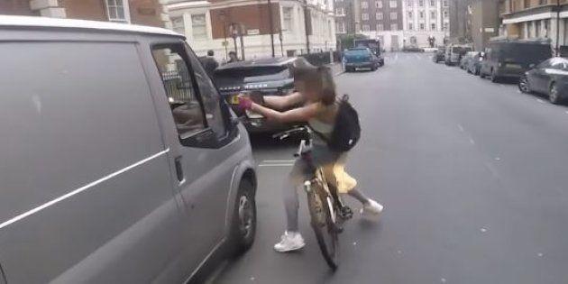 Une cycliste harcelée par un chauffard prend sa