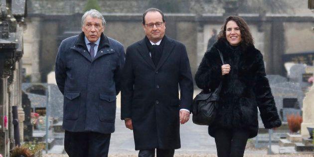François Hollande entouré de Gilbert Mitterrand et Mazarine Pingeot lors d'une cérémonie pour le 20e...