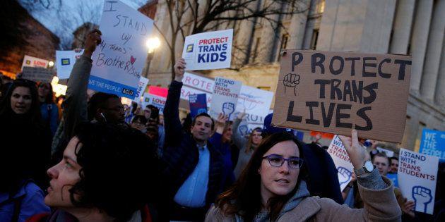 Trump soulève un tollé en annulant les protections pour les jeunes trans mises en place par