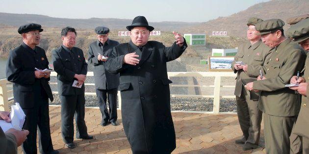 Le dictateur nord-coréen Kim Jong-Un, en visite dans une centrale électrique en avril