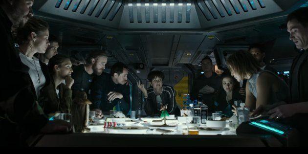 L'équipage au complet à bord du vaisseau Covenant lors de