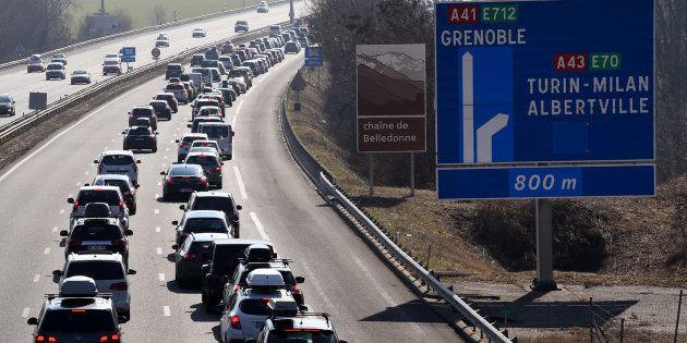 Trafic dense sur les routesdes Alpes, BisonFuté voit noir dans le sens des
