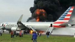Un avion prend feu sur le tarmac d'un aéroport de
