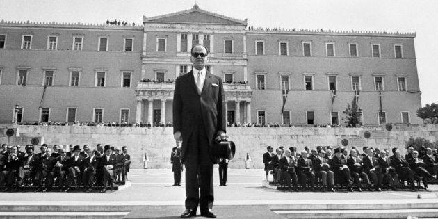 Le dictateur grec Georges Papadopoulos assiste au défilé de la fête nationale à Athènes le 24 avril 1972....