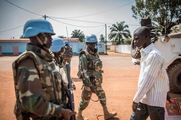 Des soldats sénégalais de la Minusca patrouillent à Bangui le 10 décembre