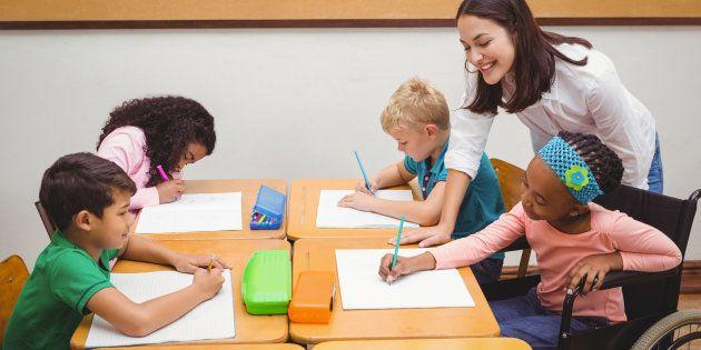 Auxiliaire de vie scolaire, j'accompagne des élèves en situation de handicap entre fierté et