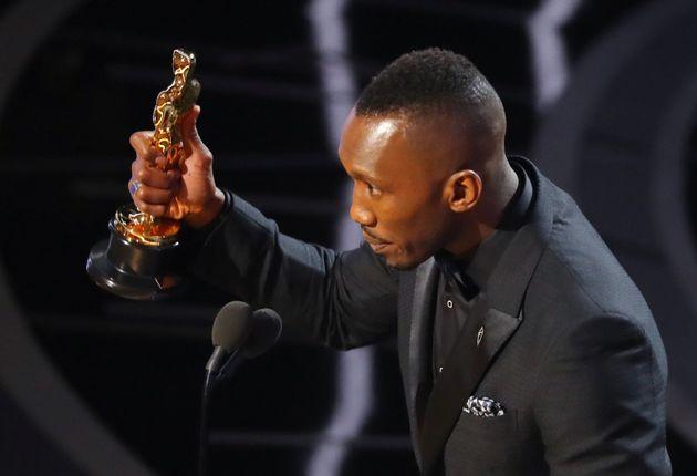 Mahershala Ali reçoit l'Oscar du meilleur second rôle
