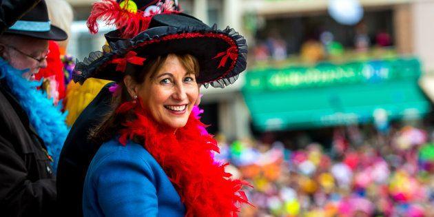 Ségolène Royal a jeté des harengs au carnaval de