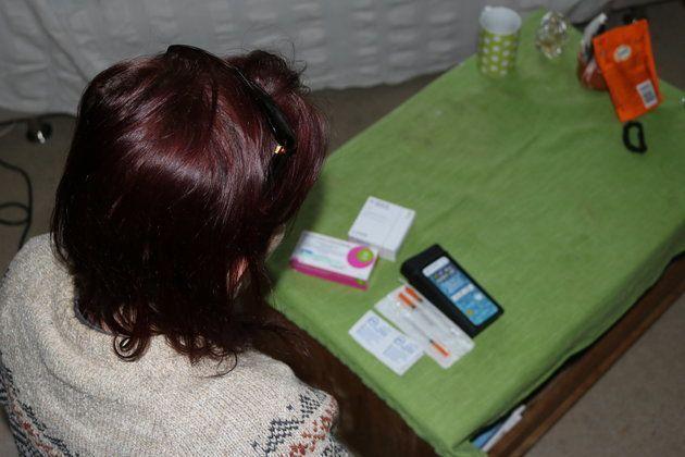 Sur la table du salon, l'ordonnance de Sarah.