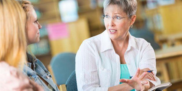 Rencontre, écoute, accompagnement, 3 bonnes raisons pour les parents d'assister aux réunions avec les enseignants